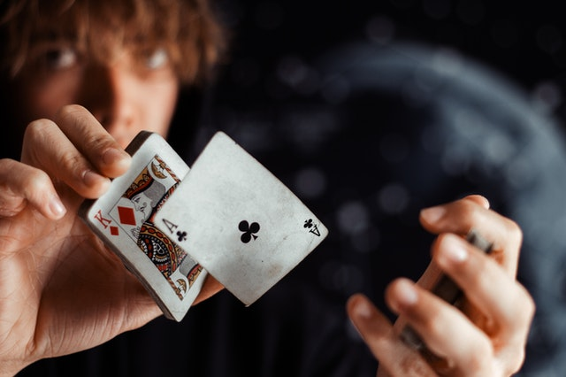 5 Fantastic Characteristics That New-comer Must Know In Live Slot stage