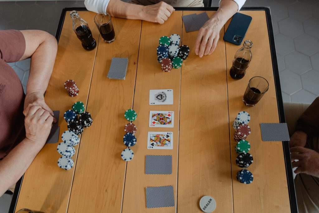 Online vs. Offline Casino- Check Out Pros Of Each
