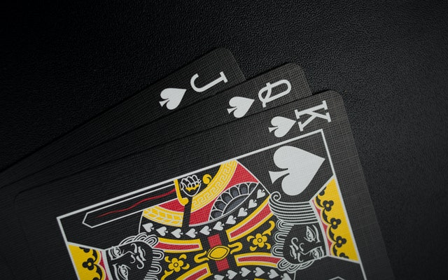 The Benefits of Playing on Pkv Games Betting Sites